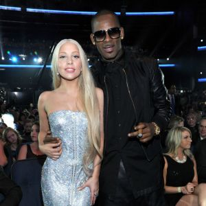 Lady Gaga i R. Kelly w 2013 roku