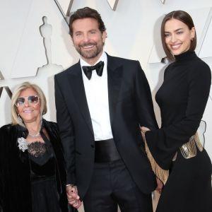 Bradley Cooper z Iriną Shayk i swoją mamą na Oscarach 2019