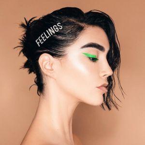 Makijaż oka na wiosnę: neonowy eyeliner