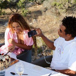"""Beyonce szczerze o cesarce: """"Moje ciało przeszło więcej, niż myślałam, że da radę"""""""