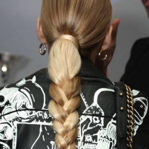 Modne fryzury na lato 2019 dla długich włosów – najmodniejsze upięcia