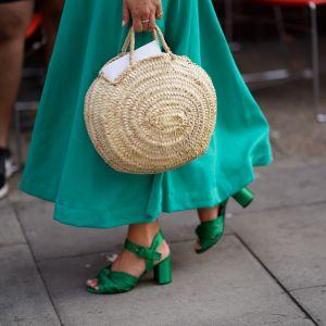 Wiklinowy koszyk na lato 2019: trendy moda 2019