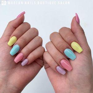 Manicure tytanowy – czym się różni od paznokci żelowych i hybrydowych? Jak długo wytrzymuje?
