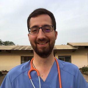 Polski misjonarz - Maciej Jabłoński uratował noworodka z Afryki