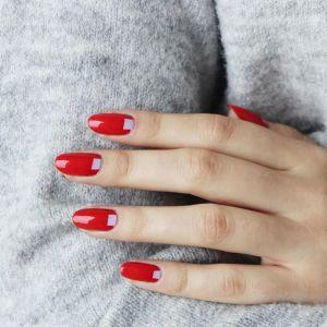 Modne paznokcie na jesień: czerwony manicure
