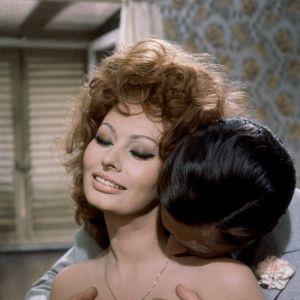 """Sophia Loren - kadr z filmu """"Małżeństwo po włosku"""" 1964 rok"""