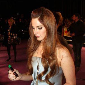 Modne kolory włosów: rudy brąz