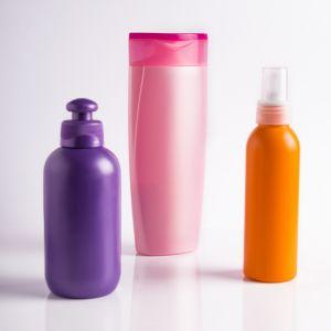 Przetłuszczające się włosy: za rzadko zmieniasz szampon