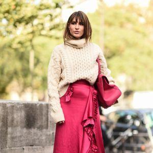 Beżowy sweter hitem sezonu zima 2019: najmodniejszy sweter na zimę