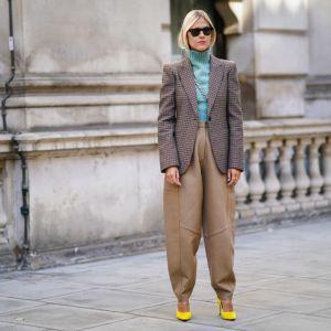 trendy moda jesień 2019: slouchy jeans