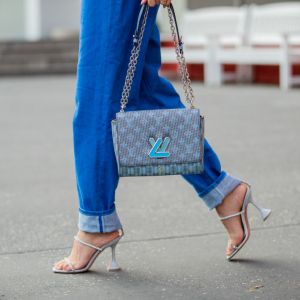 Kolor Roku Pantone 2020 - Classic Blue