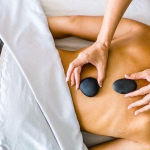 Prezent dla teściowej - masaż gorącymi kamieniami