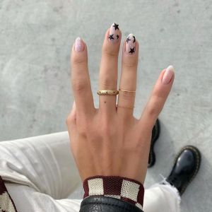 Gwiazdki na paznokciach