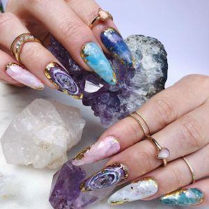 Kryształy na paznokciach