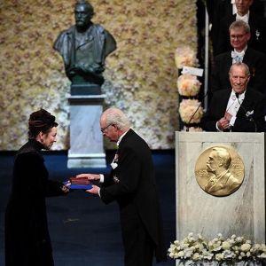 Olga Tokarczuk odbiera literacką Nagrodę Nobla