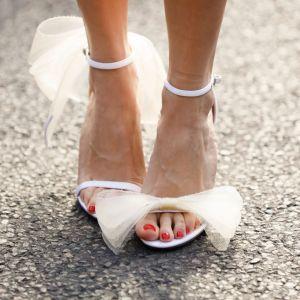 Trendy moda 2020: buty czółenka z kokardą