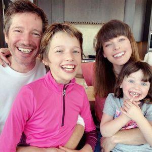 Milla Jovovich z rodziną
