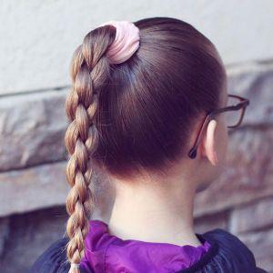 Fryzury do szkoły: modne, szybkie i szalone uczesania dla dziecka