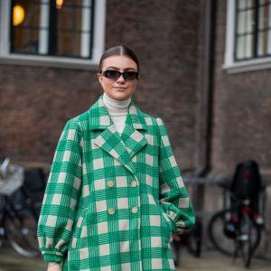Modne płaszcze w kratkę na wiosnę 2020