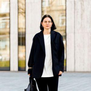 Bluzki oversize: jak je nosić?