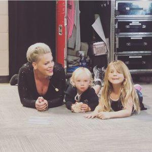 Pink z dziećmi