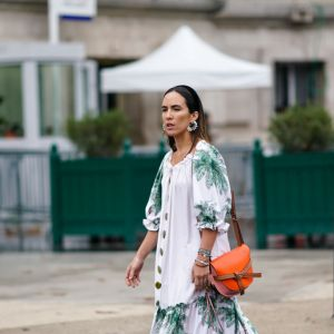Sukienka z hiszpańskim dekoltem na wiosnę 2020