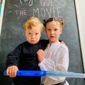 Rodzina z Londynu odtwarza sceny z filmów