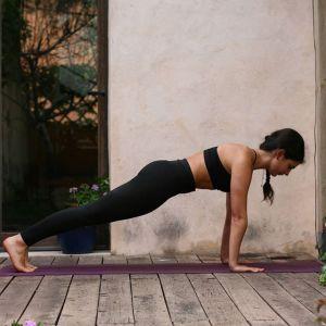 Ćwiczenia na smukłe ramiona: pompki