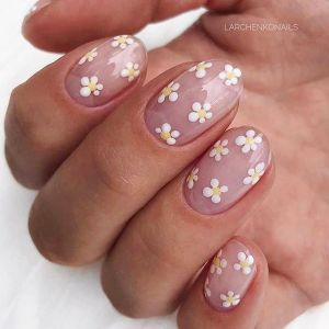 Daisy nails - stokrotki na paznokciach hitem lata 2020