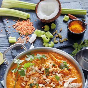Dieta SIRT przepisy: curry z kurczaka z selerem i jarmużem