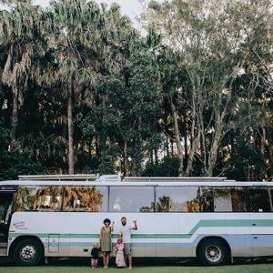 Dom na kółkach. Stary autobus daje wystarczającą ilość miejsca, by wszyscy czuli się swobodnie