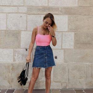Jeansowa spódnica mini z modnymi guzikami