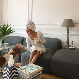 Małgorzata Rozenek-Majdan wybrała dopasowaną dzianinową sukienkę w kolorze ecru