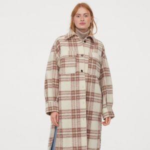 Trendy na jesień 2020 - długa koszulowa kurtka w kratę H&M