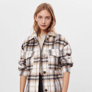 Trendy na jesień 2020 - koszulowa kurtka w kratę Bershka