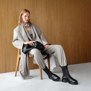 Pouch bag - tę torebkę noszą stylistki i influencerki