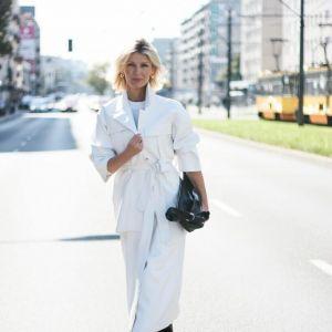 Moda na jesień 2020 - Magda Mołek w białym płaszczu z Reserved
