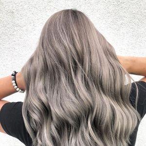 Modne kolory włosów na jesień: steel blonde