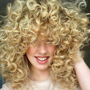 Idealny kosmetyk do włosów kręconych. Cantu Aktywator to hit na Instagramie!