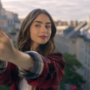 Emily in Paris - ulubione perfumy Lily Collins