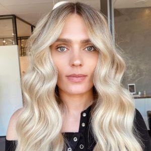 Modne kolory włosów na jesień i zimę 2020 2021 - anielski blond