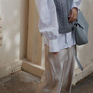 Stylówka z Instagrama - wełniana kamizelka, bluzka z bufkami i satynowa spódnica