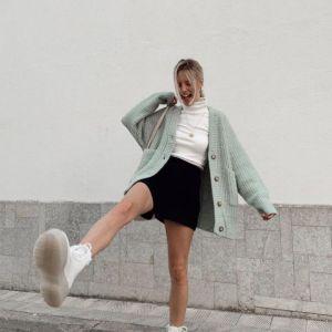 Modne buty na zimę 2020/2021 - białe kozaki, botki i trapery