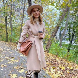 Moda na jesień 2020: Paulina Sykut-Jeżyna w modnym płaszczu-szlafroku i traperach