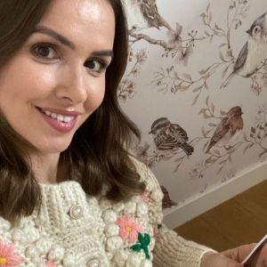 Sweter vintage - Marta Żmuda Trzebiatowska w przepięknym swetrze Reserved. Kosztuje niewiele, a jaki efekt!