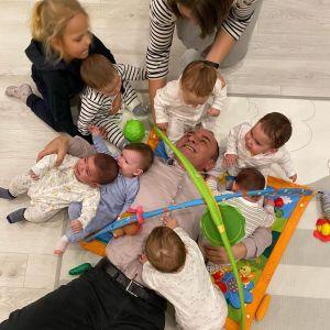 Galip Ozturk z dziećmi