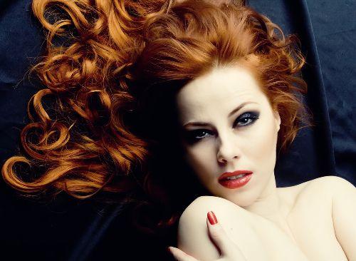Rude Włosy Ogień Na Głowie Kobietapl