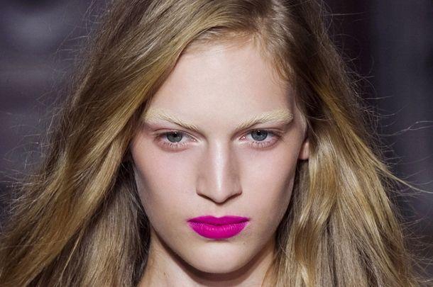 Zmysłowy Makijaż Z Różowymi Ustami Kobietapl