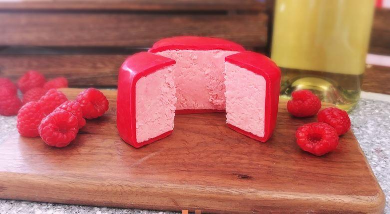 Powstał różowy ser o smaku prosecco!