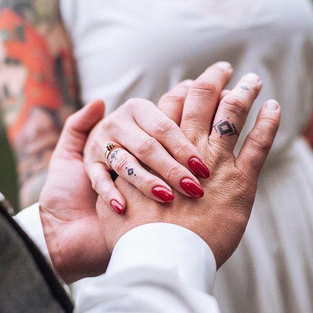 Tatuaże ślubne Jaki Tatuaż ślubny Sobie Zrobić Trendy